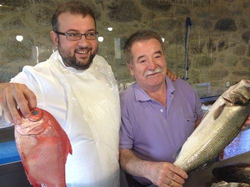 Miguel Silvarredonda, cocinero a la izquierda, y Enrique Coo, propietario de Mar Viva