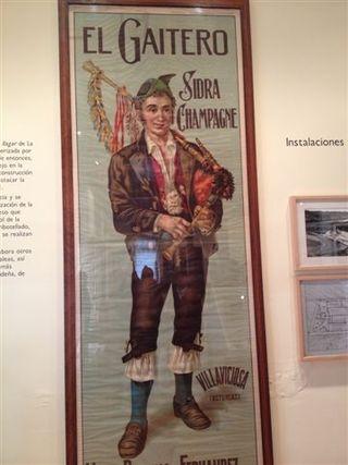 Sidra champan se escribía en versión española o en francés, según los casos, como en este cartel del Museo